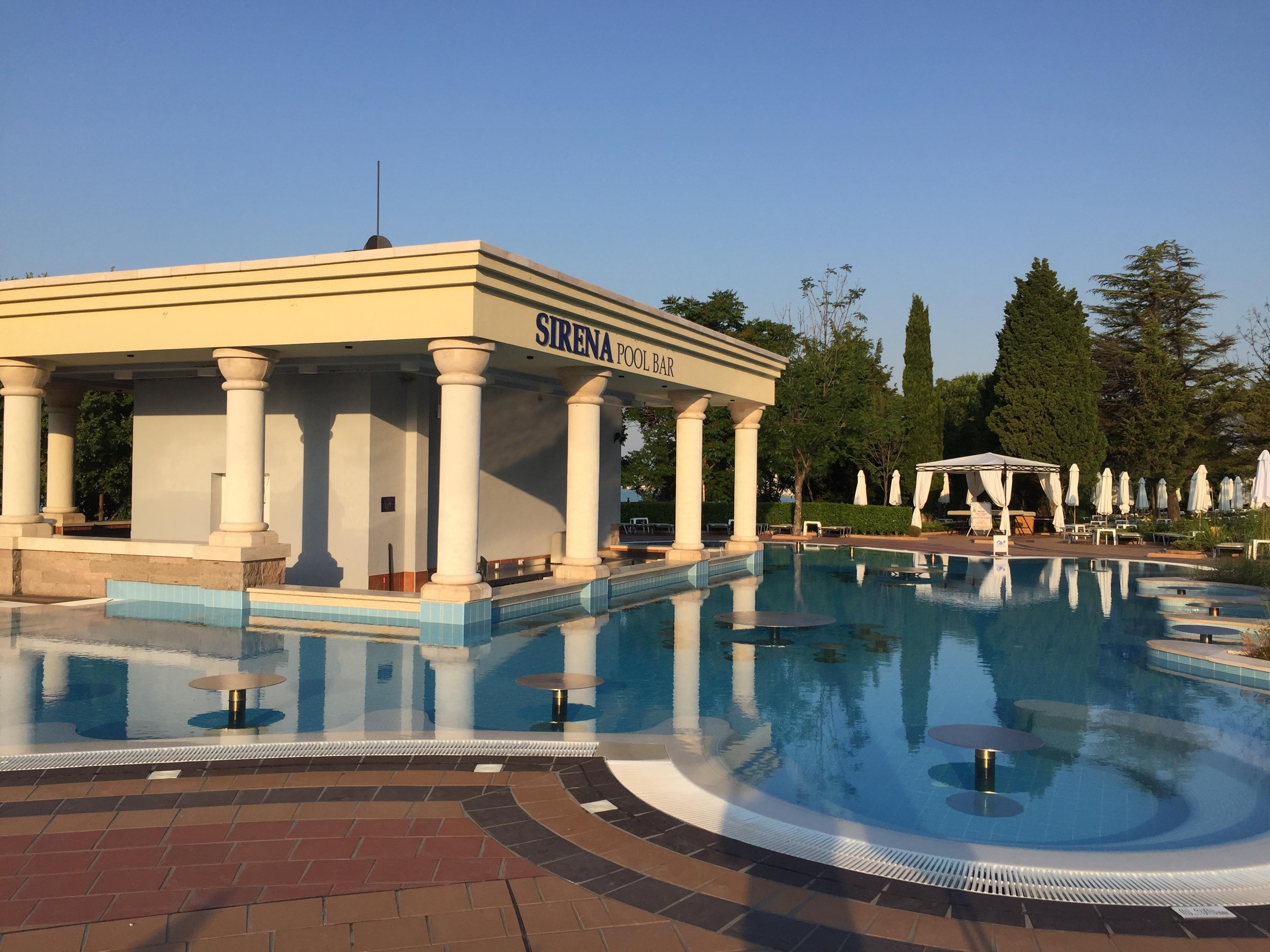 Poolbar im Clubhotel RIU Helios Paradise