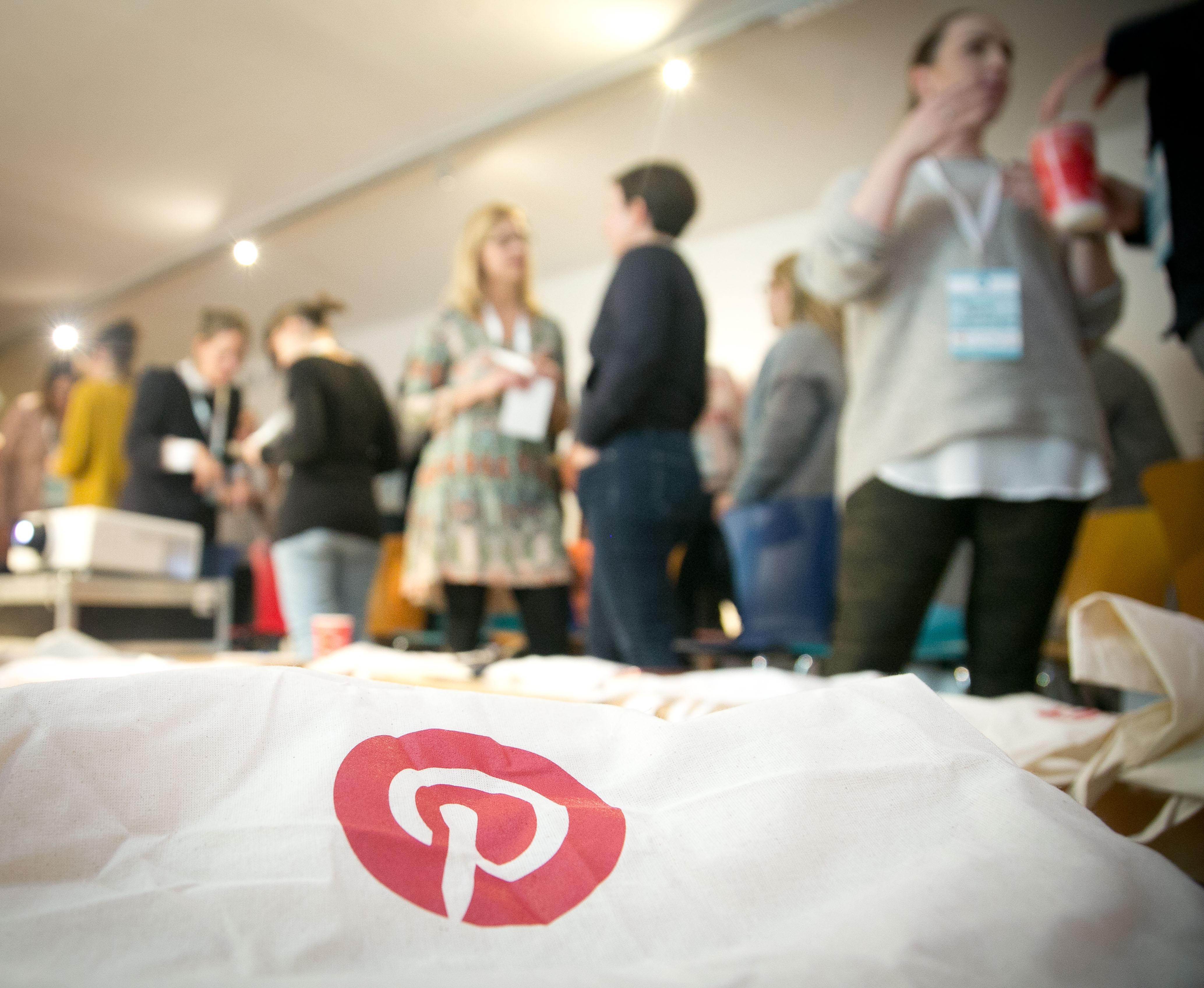 Stoffbeutel mit Pinterestlogo auf der Bloggerkonferenz